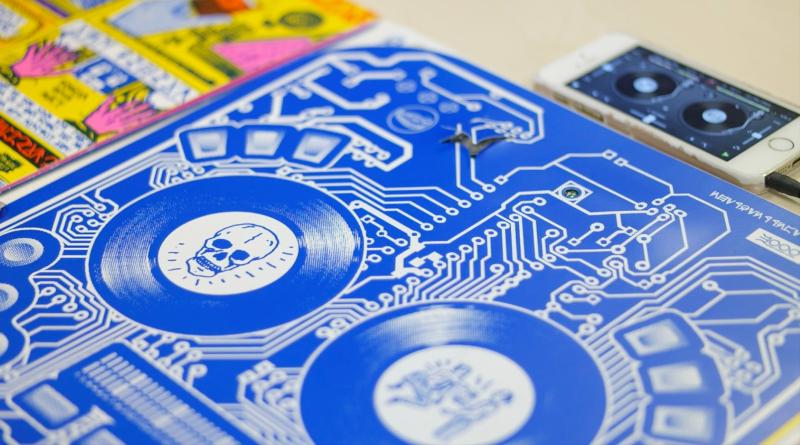 DJ QBERT: INTERACTIVE DJ DECKS