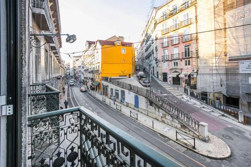 Competition - Digital Nomads! Work in beautiful Lisbon at Outsite for one month, learn to surf & more!