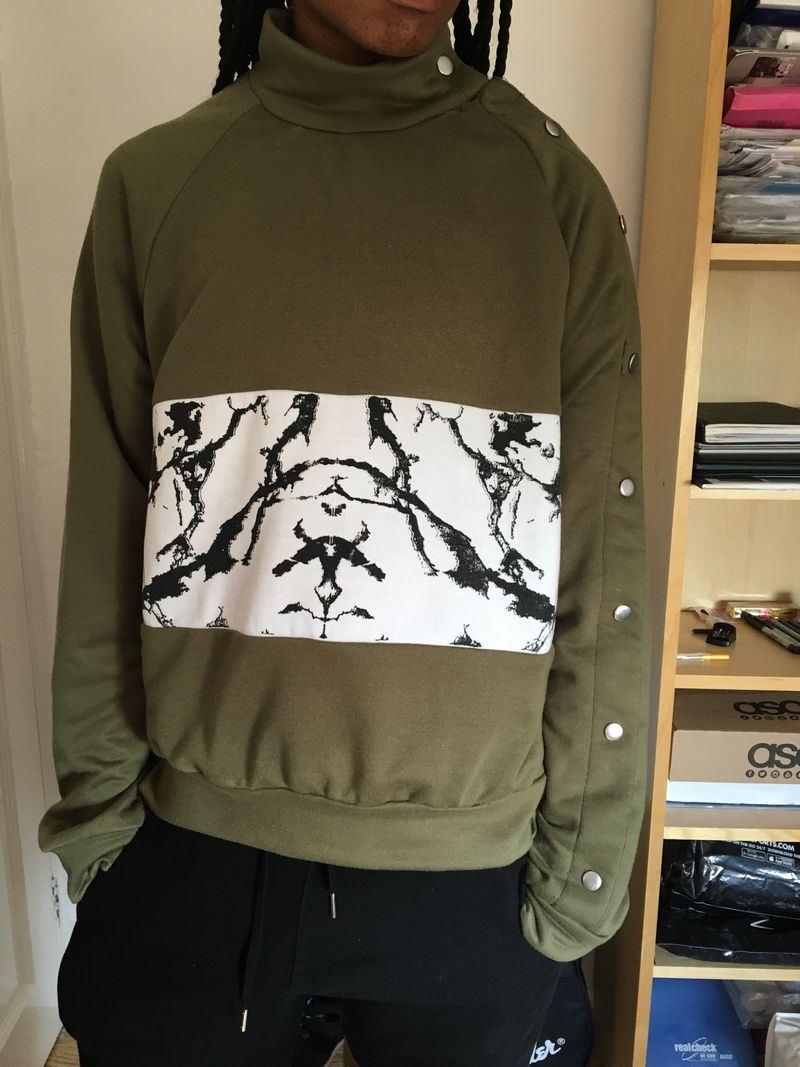 Olive green sweatshirt with marble print & poppers.