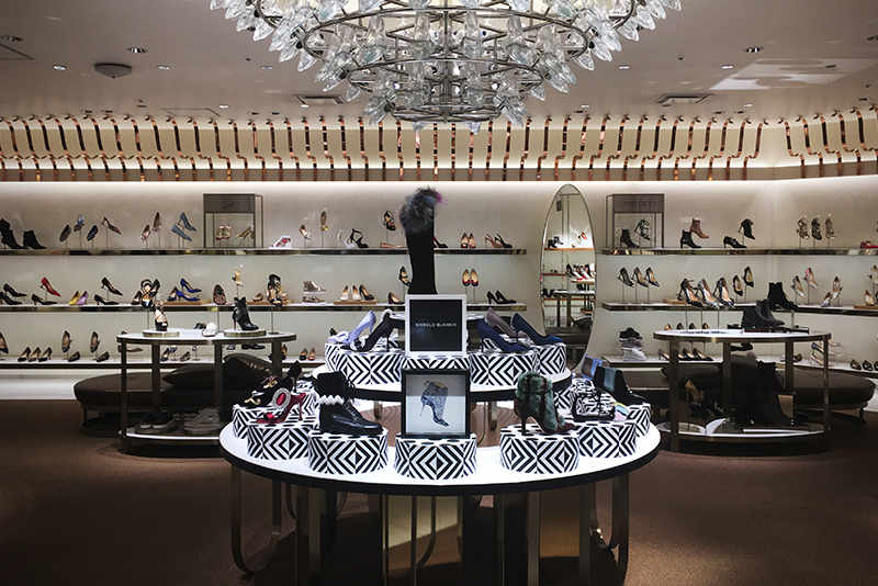 MANOLO BLAHNIK: Isetan Japan Display Table