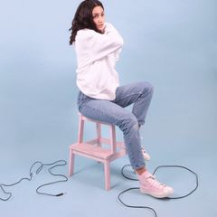 Naked – Supplying girls with sneakers