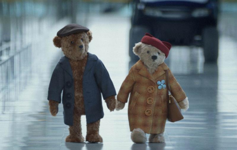 Heathrow - Coming Home for Christmas