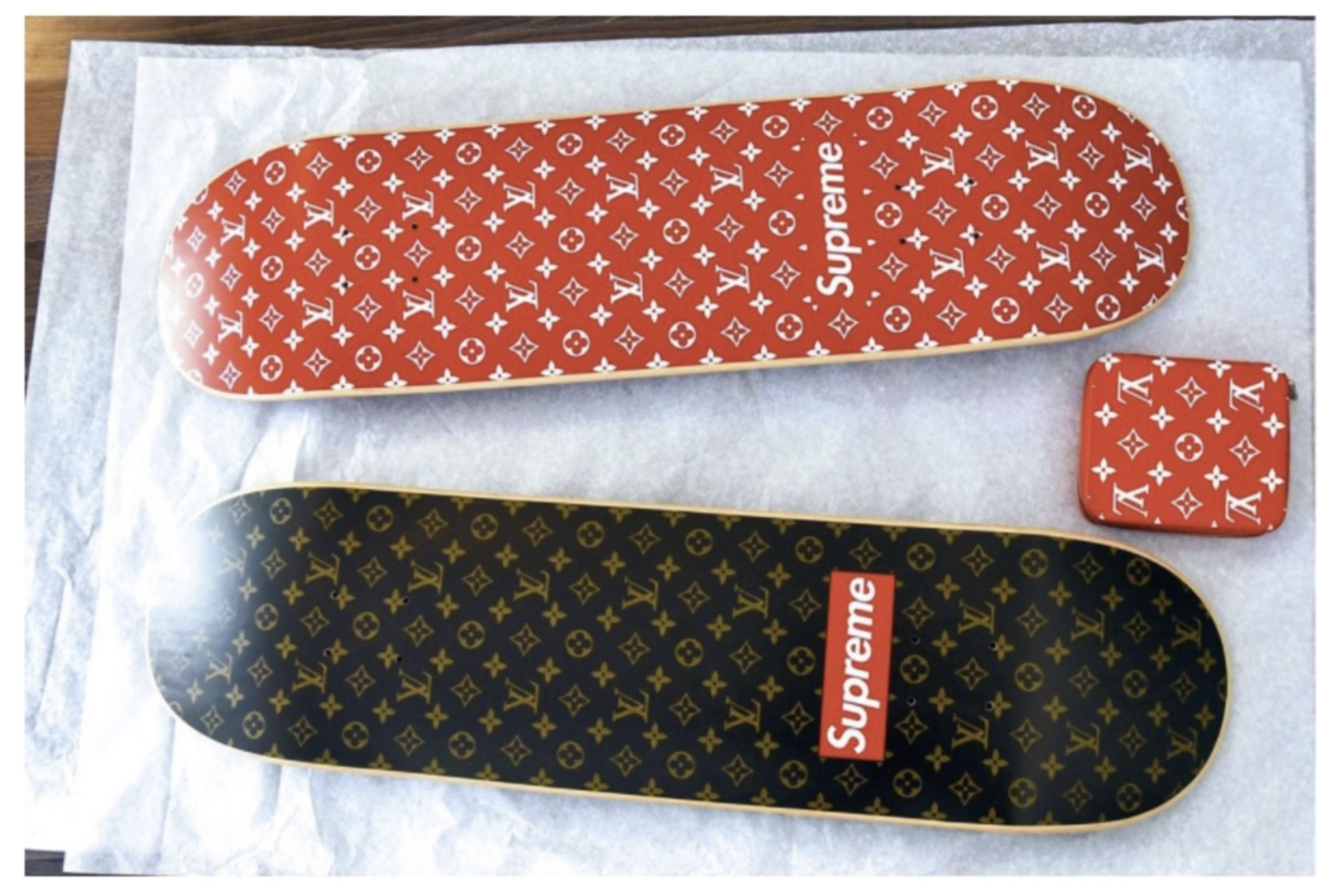 SUPREME x LOUIS VUITTON   The Dots b394e07dc60