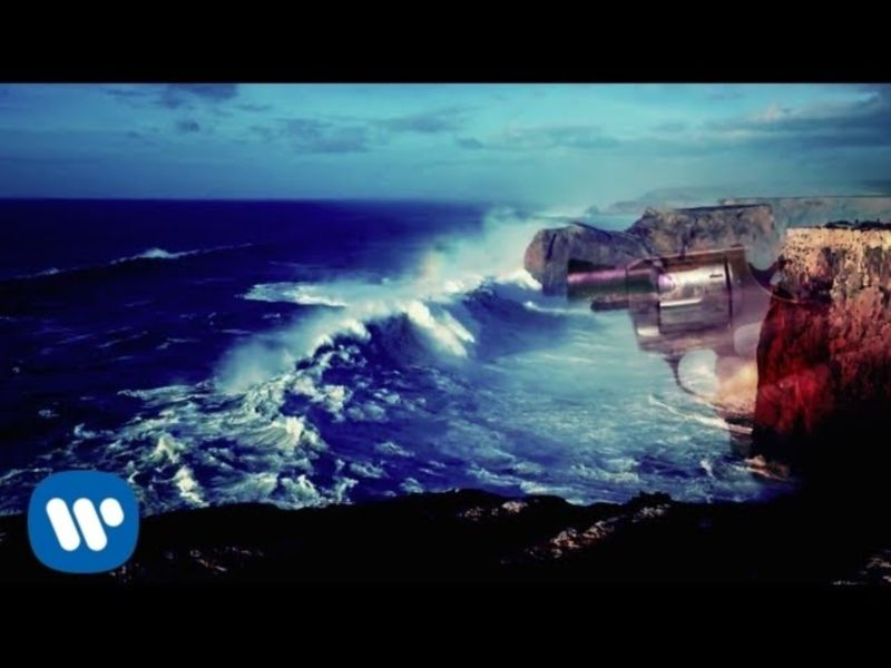 FOALS - A Knife In The Ocean