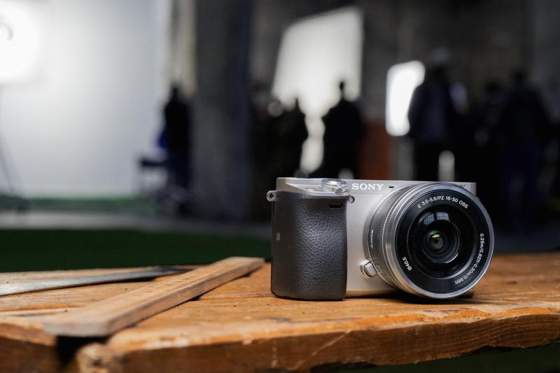 Unbeatably Fast Autofocus - Sony A6000 Camera