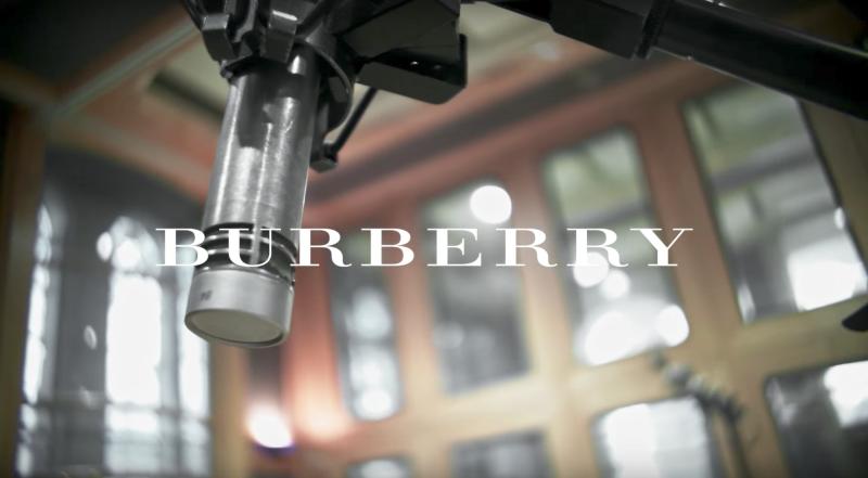 ANNA CALVI - BURBERRY LFW SHOW PERFORMANCE - STYLING BY LAUREN GRANT