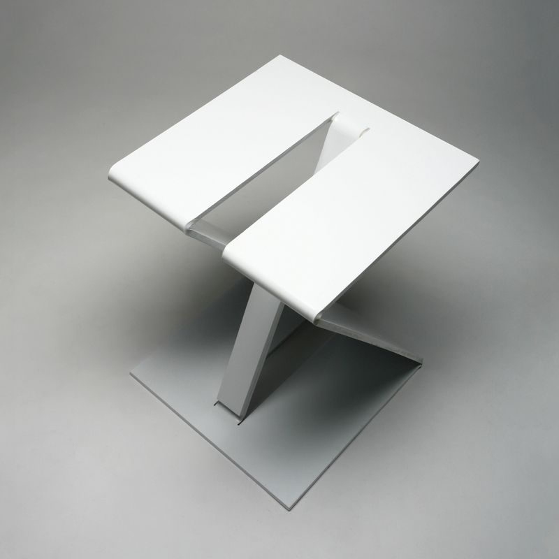 Z1 / STACKABLE STOOL