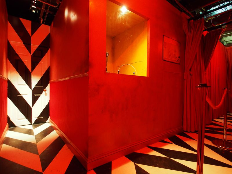 Alice in the Wonderland - The Red Boarder Control Room- The Vaults