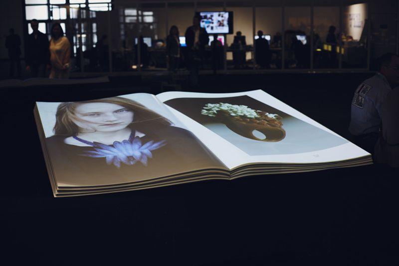INTERACTIVE MAGAZINE - interactive installation